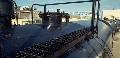 Railroad-grating-on-tank-car